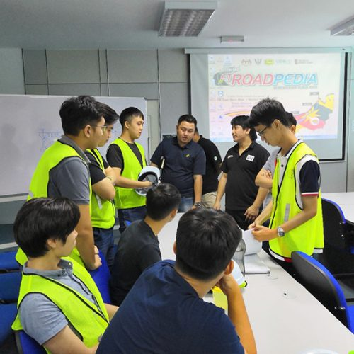 Curtin students learn about bridge construction for Pan-Borneo Highway