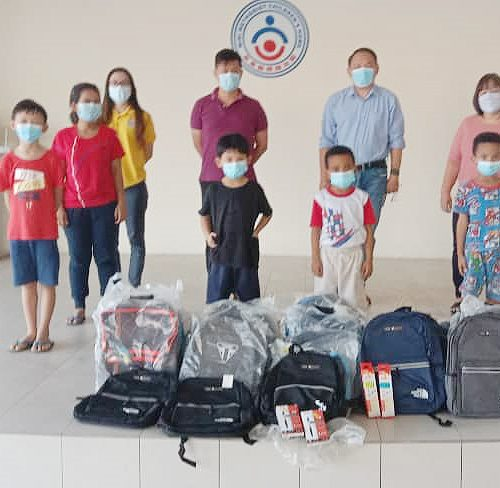 Faculty of Business staff donate school bags to children of Miri Methodist Children's Home